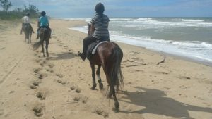 Reiten am Strand in Madagaskar