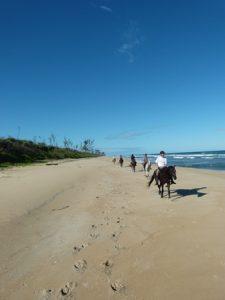 Reiten am Strand auf Madagaskar