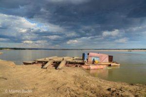 Fähre auf dem Mangoky Fluss