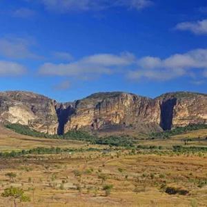 Flugroute: Tsingy – Baobab – Isalo – Anjajavy